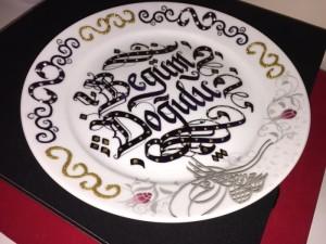 tabağa isim yazdırma, tabak içine yazı, tabak üzeri hat yazısı